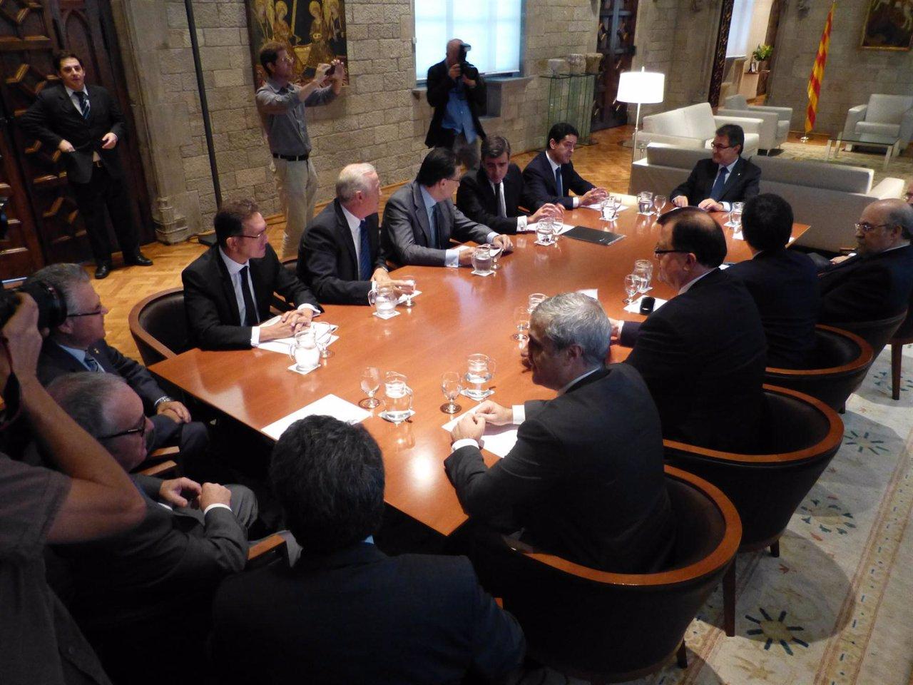 A.Mas, E.Bañuelos Y Consellers, En Una Reunión En La Generalitat