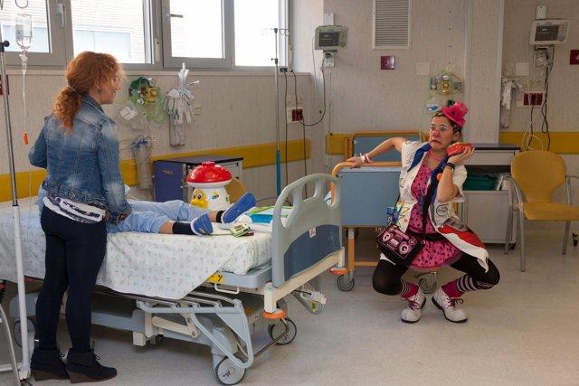 'Doctores Sonrisa' Con Un Niño Y Su Madre Antes De Operarse
