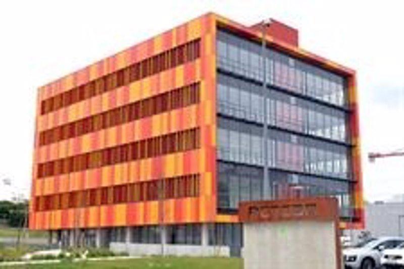 El banco santander inaugura hoy el centro de atenci n for Oficina banco santander valladolid