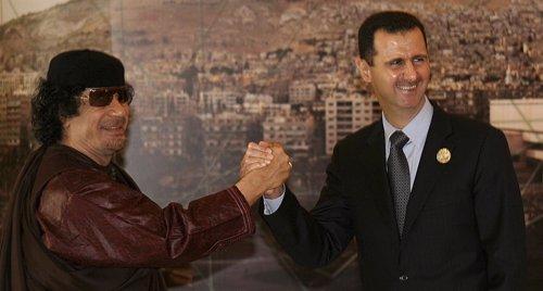 Syria's Bashar al-Assad junto al fallecido Muammar Gaddafi height=268