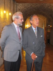 Gala (D) junto al rector de la USAL
