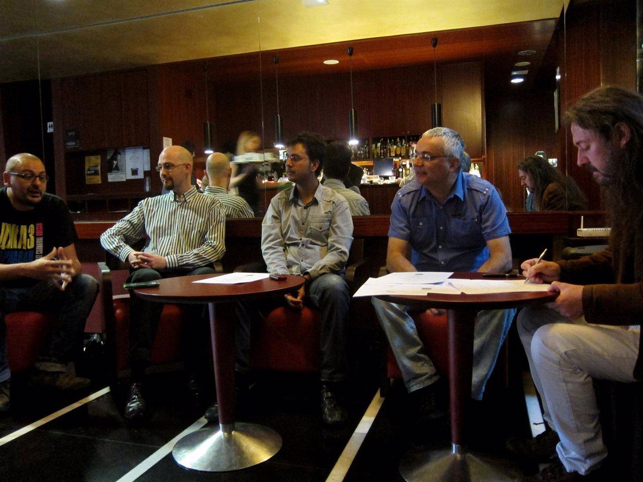 Músicos de jazz del ciclo del Zorrilla charlan en la cafetería del teatro