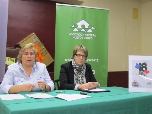 La directora de Nuevo Futuro, Elena Vizcay, y Teresa Fernández, de Caja Rural.