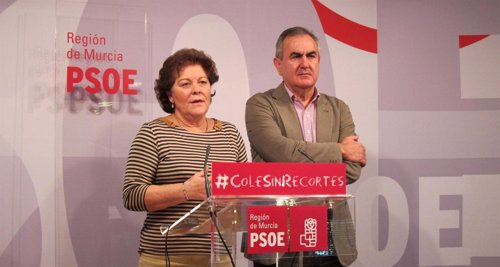 Teresa Rosique en rueda de prensa junto al secretario general del PSRM