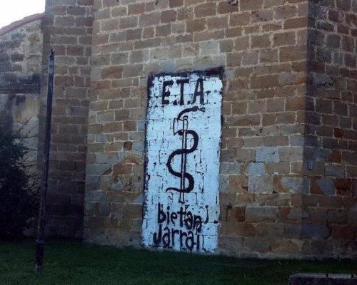 Pintada a favor de ETA en la fachada de una iglesia de Arbizu.