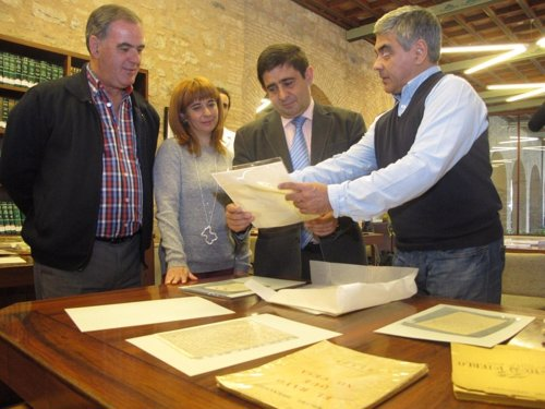 Vallejo, Olivares, Reyes Y Escudero Con Documentos De Miguel Hernández