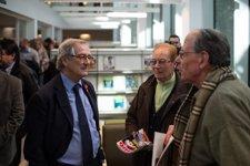 El alcalde, Xavier Trias, en la biblioteca Camp de l'Arpa-Caterina Albert