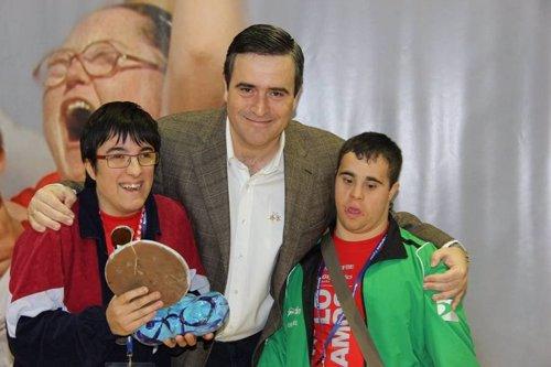 Miguel Cardenal con discapacitados