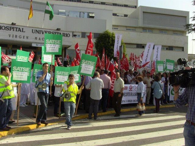 Protestas De Manifestantes Contras Los Recortes En Sanidad Del Gobierno Central