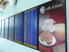 Un Monitor Del Aeropuerto Del Prat Con Información Comercial