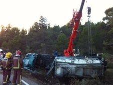 Camión accidentado que ha vertido sosa cáustica