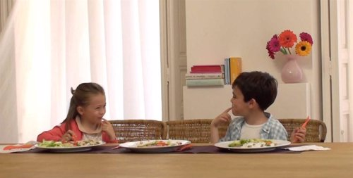 Niños Comiendo