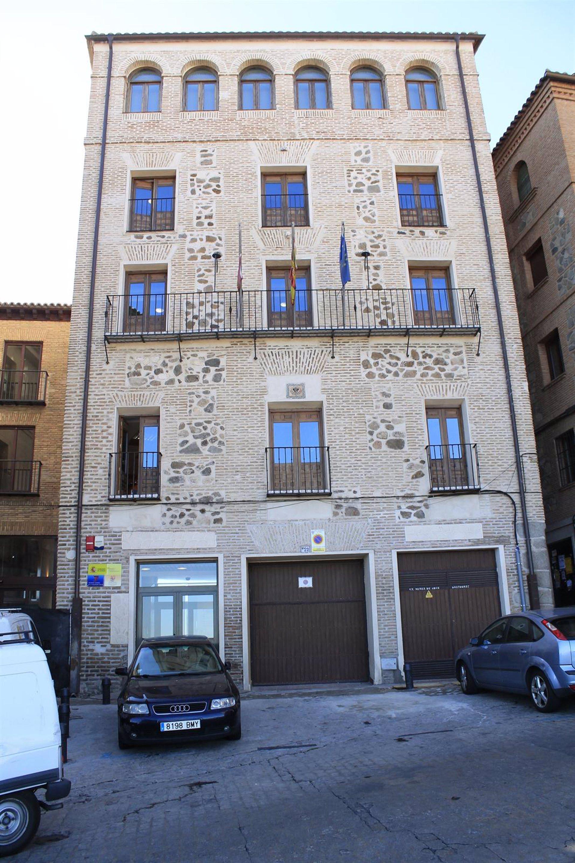 El paro baja en catalunya en personas en diciembre for Oficina paro tarragona