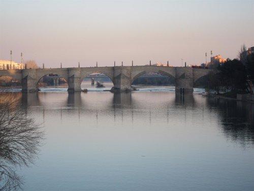 El Ebro, A Su Paso Por Zaragoza
