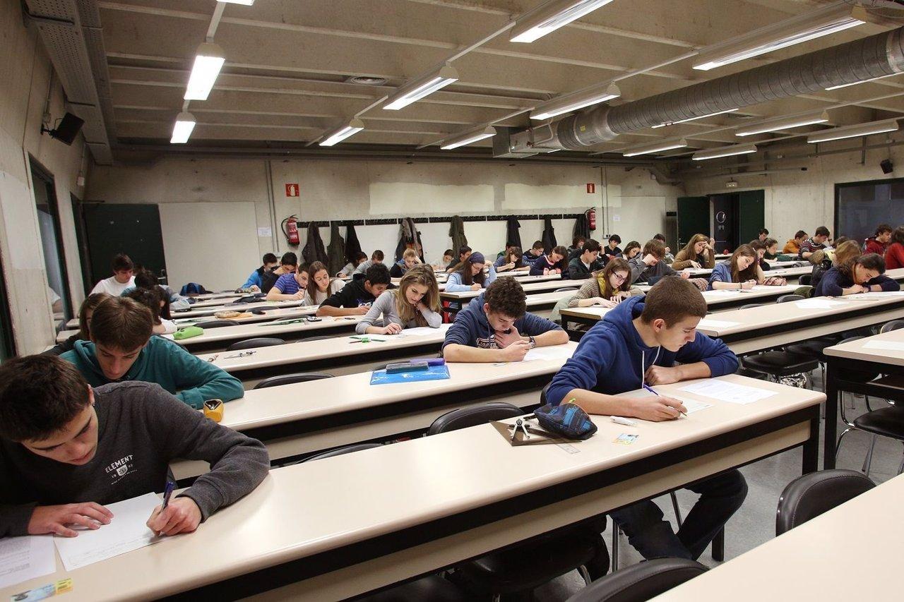 Estudiantes de Bachillerato en la prueba celebrada en la UPNA.