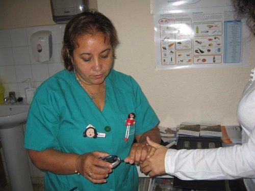 Enfermera  Realizando Una Prueba.