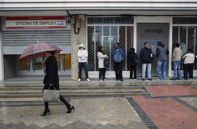 La tasa de desempleo juvenil escala al 55 1 en 2012 for Oficina virtual de empleo inem