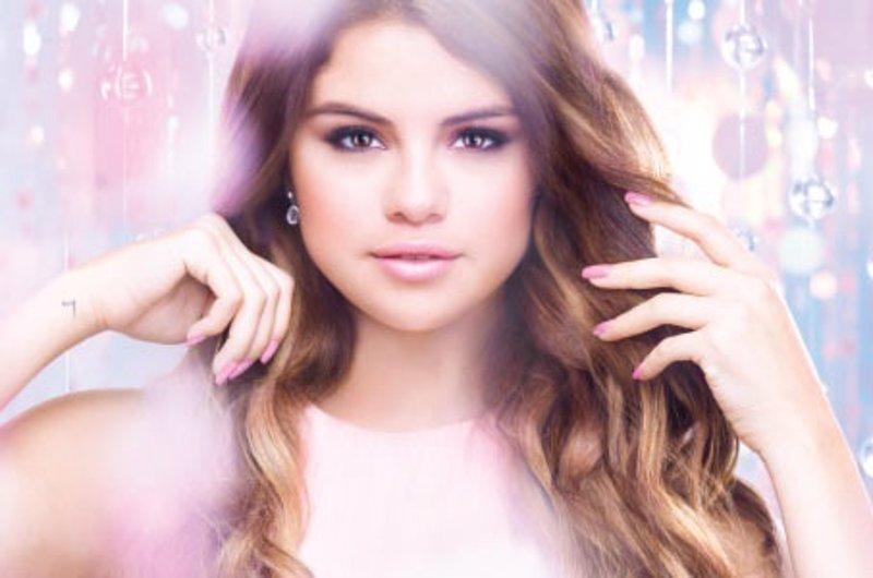 Selena Gomez diseña una colección de pintauñas