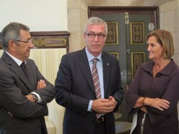 Foto: Ballesteros explica al alcalde de Tánger el modelo de Tarragona 2017 (EUROPA PRESS)