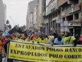 Cientos de afectados por las preferentes colapsa el centro de A Coruña