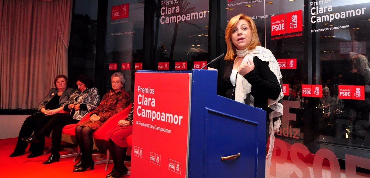 Elena Valenciano con las galadornadas con los Premios Clara Campoarmor