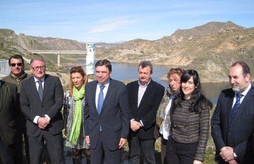 Planas visita la presa de Cuevas del Almanzora