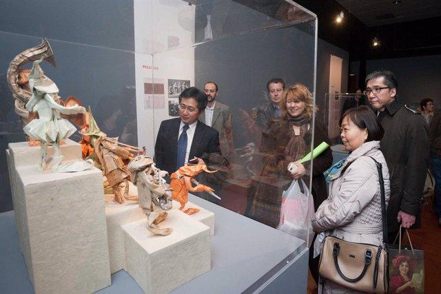 El agregado cultural de la Embajada de Japón en España visita La Magia del Papel