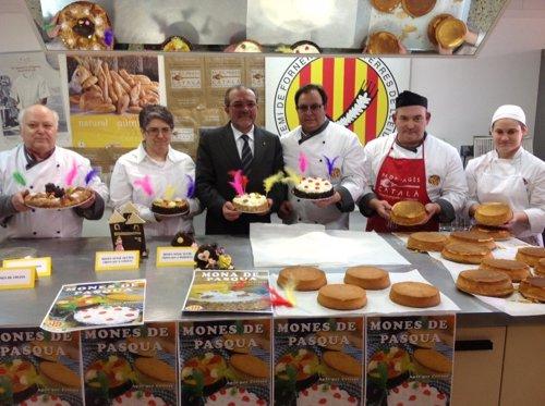 El presidente de la Diputación de Lleida, J.Reñé, y el gremio de panaderos