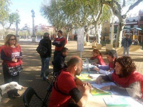 Asesores de empleo orientan a pie de calle a ciudadanos y for Oficina sae cordoba
