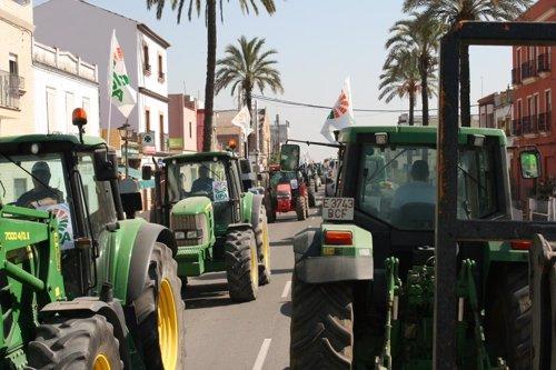 Tractorada de UPA-A en Isla Mágica.