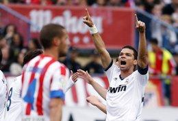 Pepe celebra la victoria en el derbi