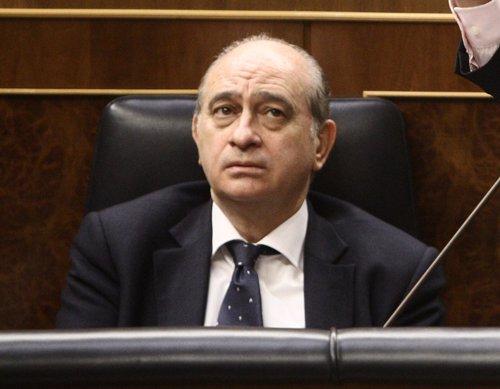 El ministro del interior reh sa disculparse por sus for Declaraciones del ministro del interior