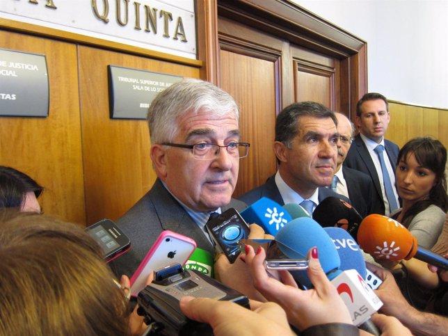 El presidente del CGPJ, Gonzalo Moliner, atiende a los periodistas