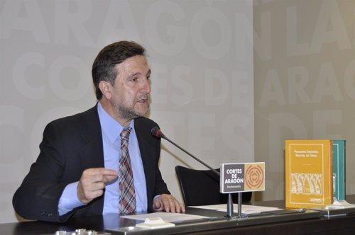 El diputado socialista, Eduardo Alonso, en rueda de prensa en Cortes de Aragón