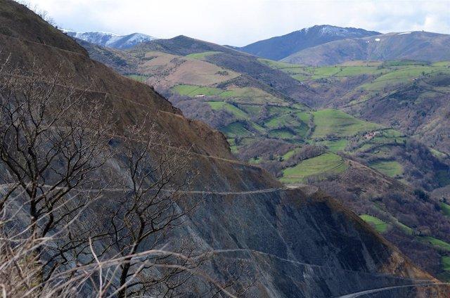 Imagen de la mina a cielo abierto de Belmonte de Miranda