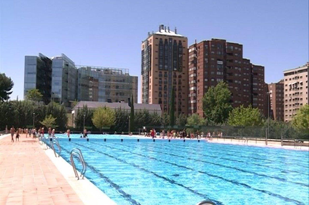 Comienza la temporada de las piscinas municipales en la for Piscina municipal vicente del bosque
