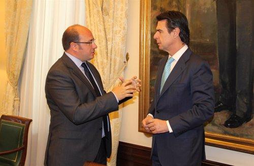 El Ministro de Industria, Energía y Turimo y el alcalde de Puerto Lumbreras
