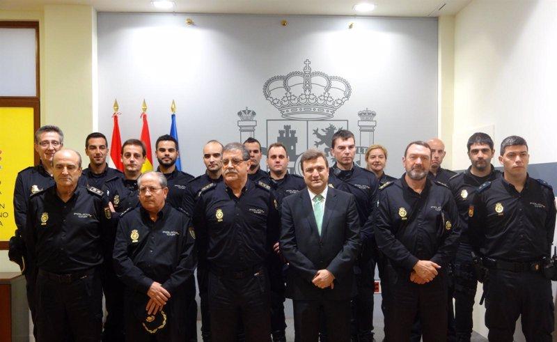 Bret n felicita a diez agentes de la jefatura superior de polic a por su intervenci n en cinco - Jefatura trafico zaragoza ...