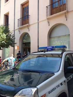 La Guardia Civil custodia el Ayuntamiento de Caravaca de la Cruz.