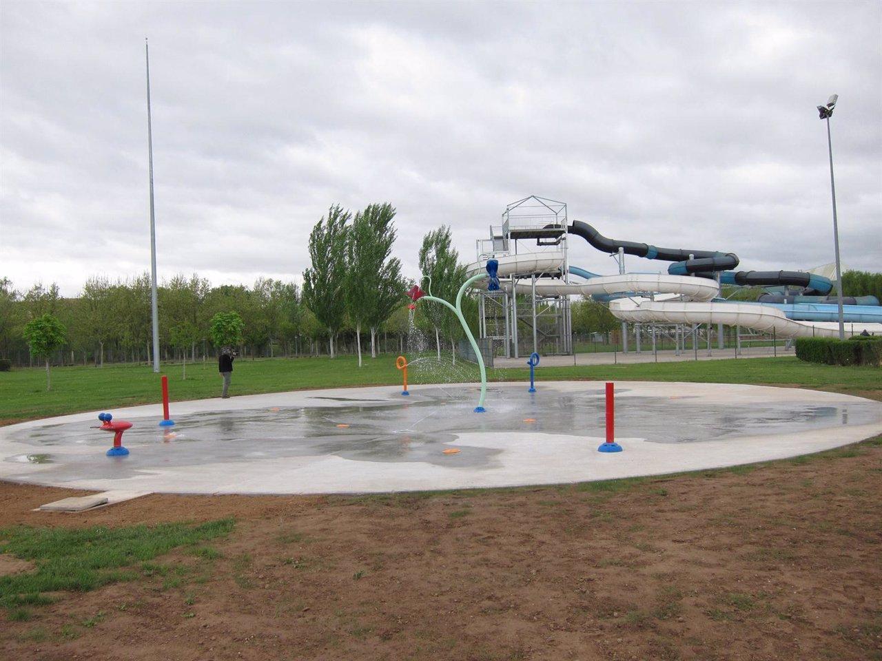 Las norias ampl a el horario de ba o de las piscinas hasta for Piscinas merino