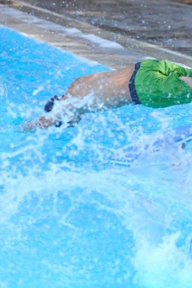 Sevilla presenta el abono para ba o recreativo en los for Piscina rochelambert