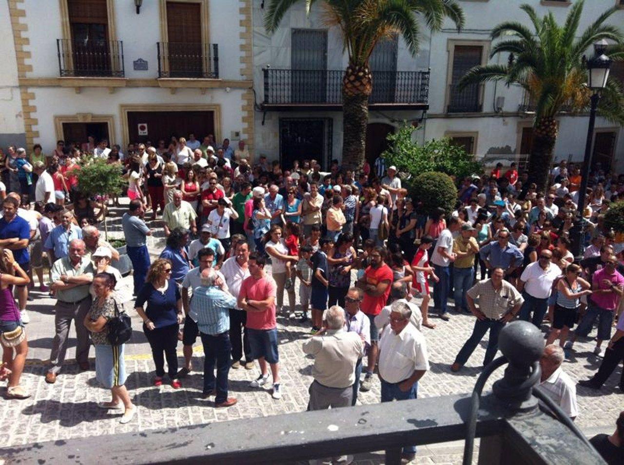 Vecinos y comerciantes de Montefrío protestan contra los robos