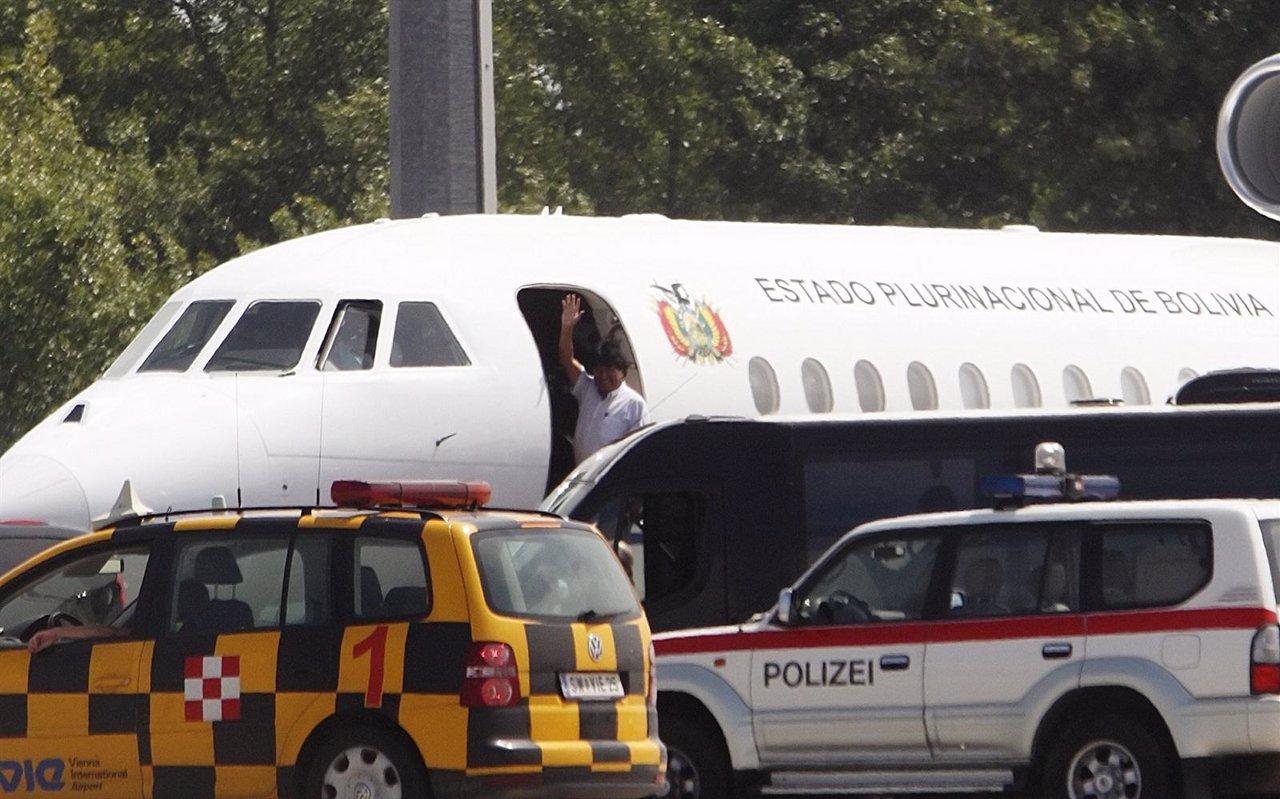 El avión de Morales sale de Viena