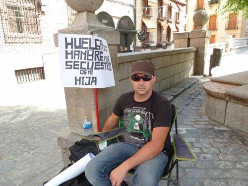 Padre en huelga de hambre