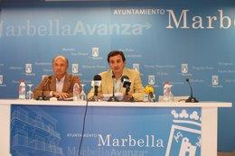 Carlos Rubio y Félix Romero en el Ayuntamiento de Marbella