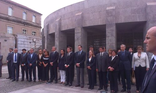 La Xunta junto con Mariano Rajoy y Ana Pastor guardan un minuto de silencio