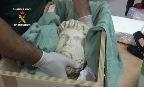 Cabeza de mármol recuperada por la Guardia Civil.