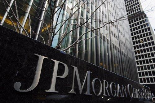 Un signo de JPMorgan Chase & Co bank en su sede en Nueva York