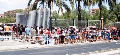 Colas en Almería para participar en el casting de 'Exodus'