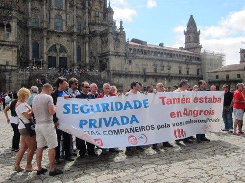 Concentración en Obradoiro para reconocer el trabajo de vigilantes de seguridad